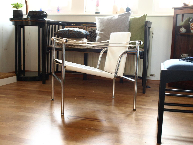 cassina lc1 le corbusier formsch n. Black Bedroom Furniture Sets. Home Design Ideas